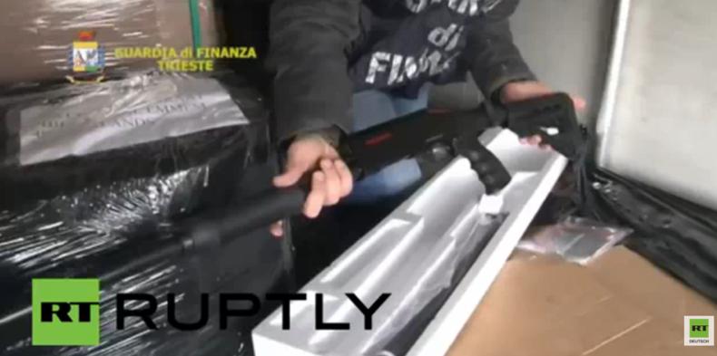 Italienische Polizei beschlagnahmt 800 Schrotflinten auf dem Weg von der Türkei nach Belgien
