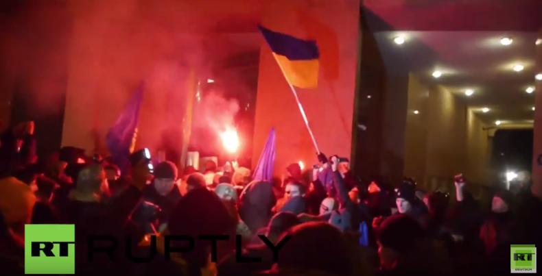 Ukraine: Rechtsradikale stürmen Büro des reichsten Mannes der Ukraine Achmetow