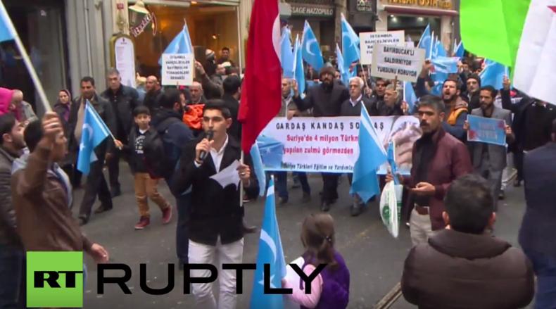 """""""Mörder Russland wird büßen"""" - Turkmenen-Protest vorm russischen Konsulat in Istanbul"""