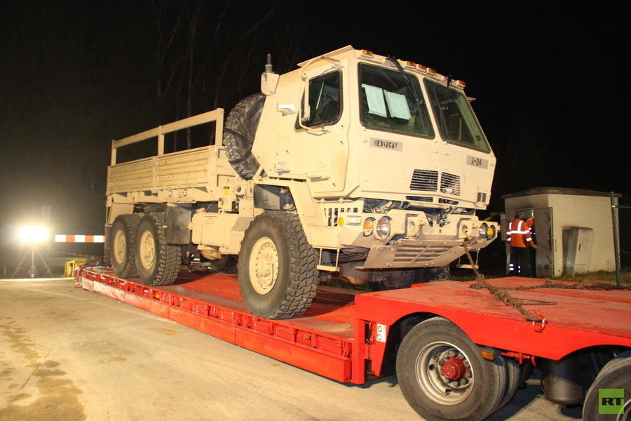 Der US-Army LKW überstand den Zusammenprall im Gegensatz zum Regionalzug und Zugmachine unbeschadet