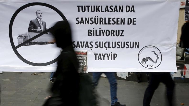 """Transparent in Ankara: """"Auch wenn du Journalisten festnehmen lässt und zensierst, wir wissen, dass du ein Kriegsverbrecher bist,  Tayyip [Erdogan]."""""""