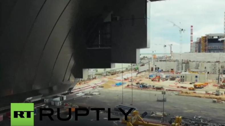 Ukraine: Neue Drohnenaufnahmen zeigen andauernde Bauarbeiten am Tschernobyl-Sarkophag