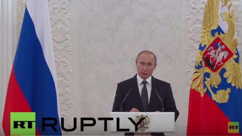 Live: Präsident Putin vergibt staatliche Auszeichnungen an herausragende Persönlichkeiten