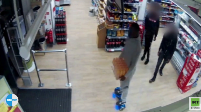 """Willkommen in der Zukunft: Dieb auf """"Hoverboard"""" stiehlt eine Kiste Energy-Drinks und entkommt"""