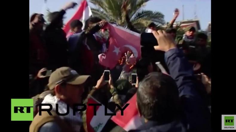 Tausende Iraker demonstrieren in Bagdad gegen türkische Invasion im Nord-Irak
