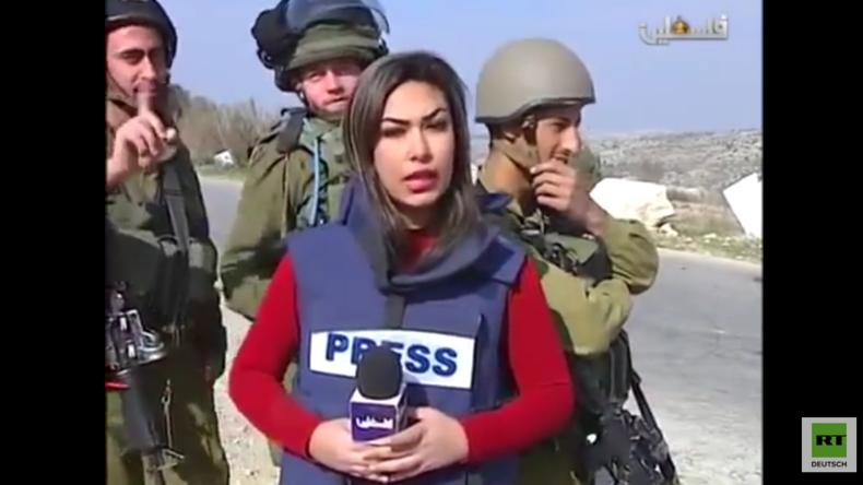 """Israelische Soldaten """"trollen"""" palästinensische Reporterin vor laufender Kamera"""
