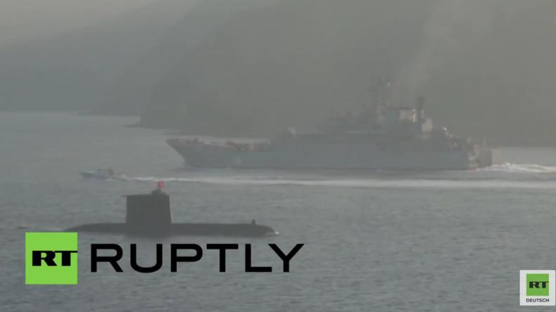 Türkisches U-Boot beschattet russisches Landungsschiff bei Durchfahrt durch den Bosporus
