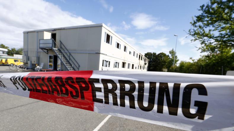 Polizeiabsperrung nach Brand in Flüchtlingsheim in Rottenburg