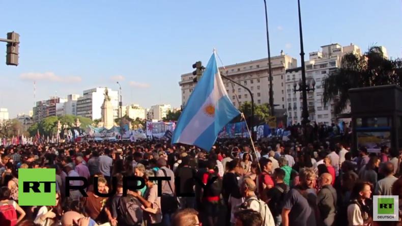Erste Amtshandlung Verfassungsbruch: Neuer Präsident Argentiniens provoziert Massenproteste