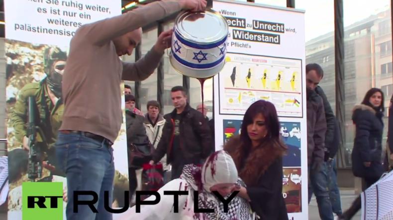 """""""Blutiger Flashmob"""" in Berlin: Palästina- und Israel-Demonstranten stehen sich gegenüber"""
