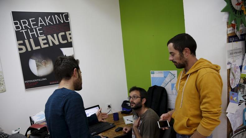 """Mitglieder der israelischen Menschenrechtsorganisation """"Breaking the Silence"""" in ihrem Büro in Tel Aviv, Israel."""