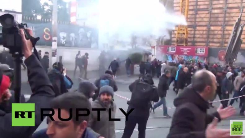 Türkei: Polizei setzt Tränengas und Wasserwerfer gegen Demonstranten in Istanbul ein