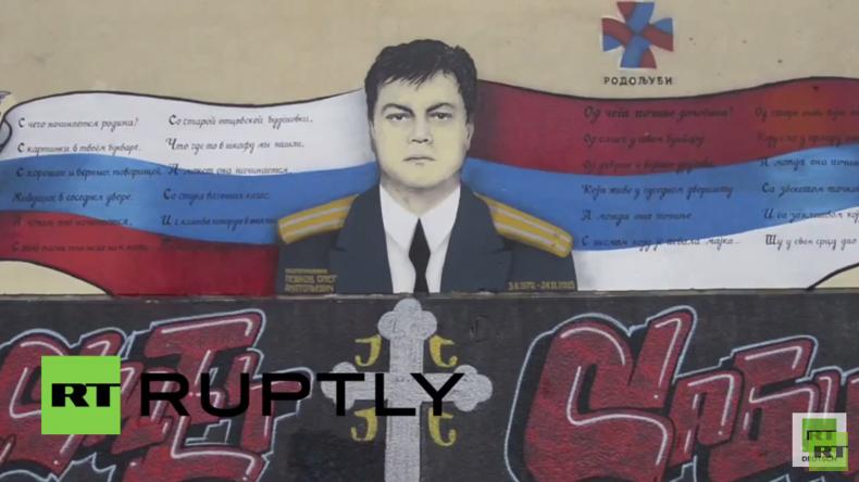 Serbien: Großes Wandbild zu Ehren des getöteten russischen Su24-Piloten erstellt