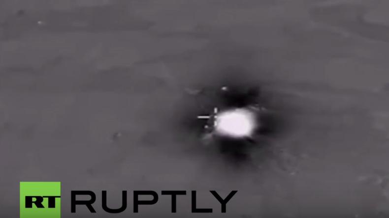 Syrien: Russische Luftstreitkräfte vernichten Öltanker-Kolonne des IS in der Provinz Aleppo