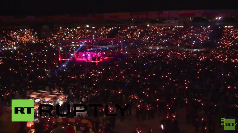 Deutschland: 30.000 Fußball-Fans singen gemeinsam Weihnachtslieder in Berlin