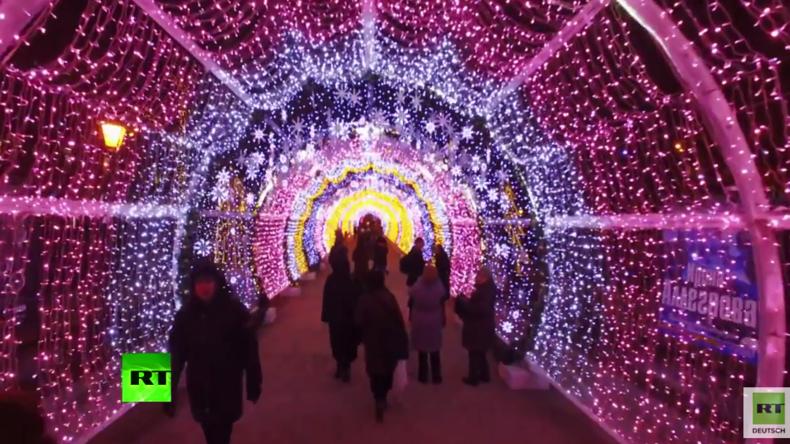 Russische Weihnachten: So schön leuchtet der Puschkin-Platz in Moskau