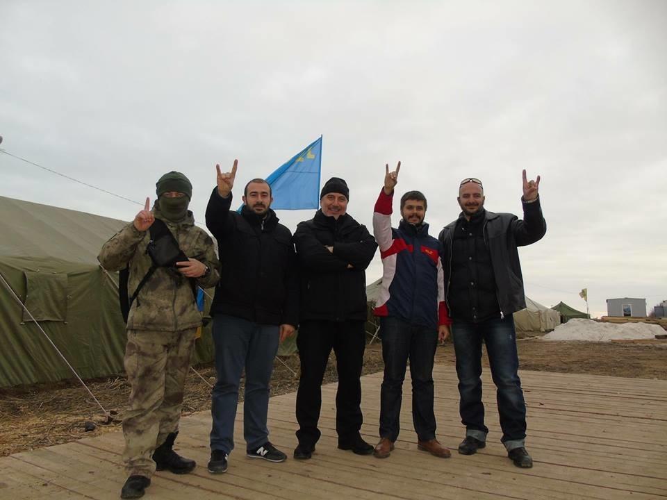 """Ultra-nationalistische türkische """"Graue Wölfe"""" beteiligen sich in der Ukraine an der Krim-Blockade"""