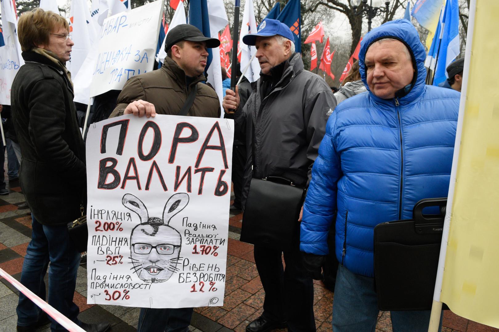 Auch vor der Rada wird der Ruf nach dem Rücktritt von Jazenjuk laut