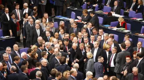 Parlamentarier bei der heutigen Abstimmung im Bundestag