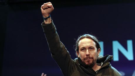 Pablo Iglesias, Sprecher der Podemos, feiert auf dem Sofia-Platz in Madrid den Wahlsieg seiner neuen Partei