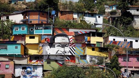 Bildnis von Venezuelas langjährigem Staatschef Hugo Chávez an Hauswänden in einem Armenviertel von Caracas, 6. December 2015
