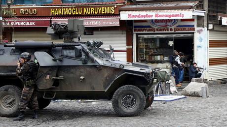 Polizeioperation im Süden der kurdischen Stadt Diyarbakır im November 2015