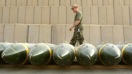Britische Bomben in in einem Luftwaffenstützpunkt in Kuwait, März 2003