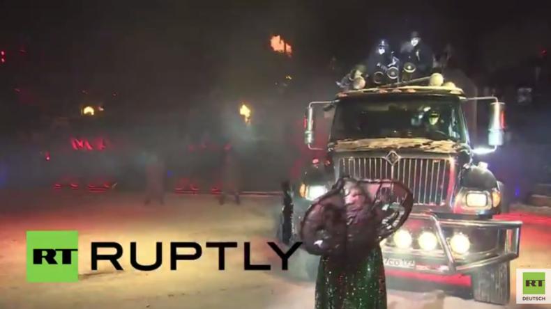 Russland: Nachtwölfe beeindrucken in Moskau mit besonderer Neujahrs-Show