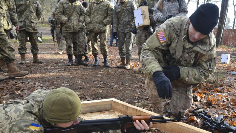 """US-Fallschirmspringer bilden ukrainische Infanteristen im Rahmen des Programms """"Fearless Guardian II (Furchtloser Wächter II) im Ausbildungszentrum in Yavoriv, Ukraine"""
