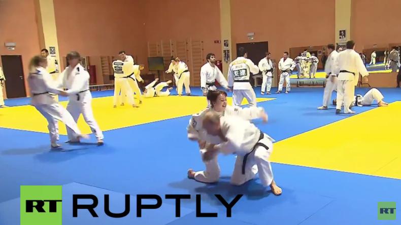Sotschi: Putin beim Sparring des nationalen Judo-Teams - Judo-Kämpferin fordert Putin heraus