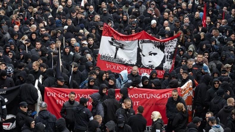 """Live ab 18:00 Uhr: """"Ein Jahr Legida"""" - Pegida-Ableger und Gegenprotestler demonstrieren in Leipzig"""