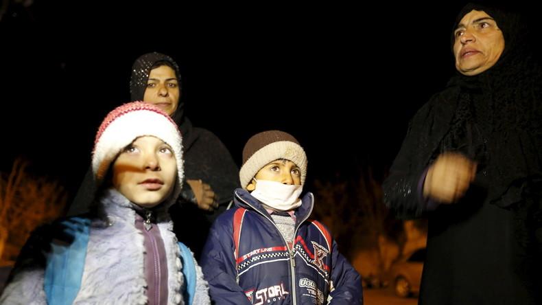 Bewohner von Medaia verlassen die Stadt am 11. Januar 2016.