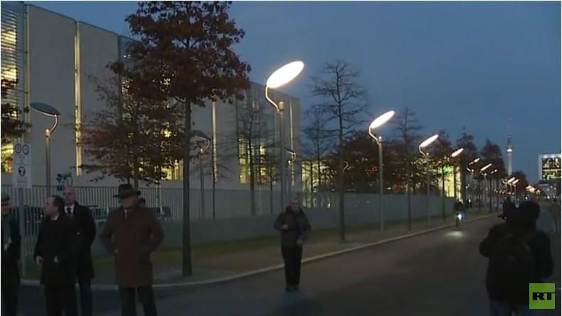 Live: Bayern schickt überzählige Flüchtlinge nach Berlin zum Kanzleramt