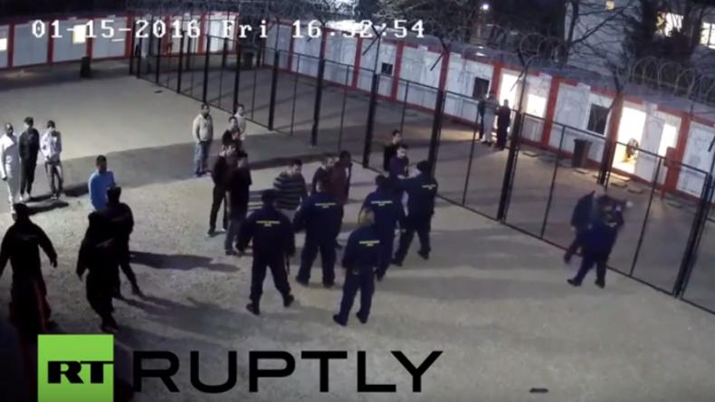 Ungarn: Zwei Polizisten in Flüchtlingsaufnahmezentrum in Hallasch verletzt