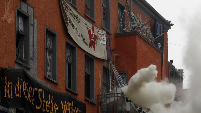 Berlin: Streit um Polizeiüberfall auf Wohnprojekt