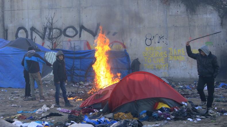 """Flüchtlingskrise aktuell: """"Dschungel von Calais"""" teilweise geräumt"""