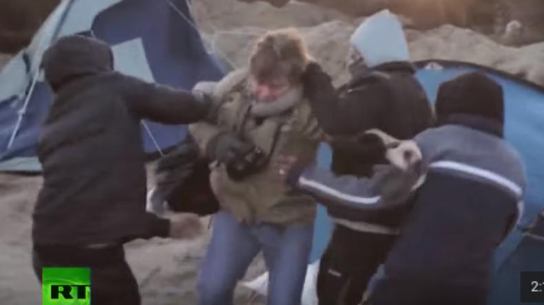 """Niederländische Journalisten im """"Dschungel von Calais"""" von Flüchtlingen attackiert"""