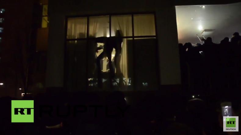 Kischinau: Chaotische Szenen - Protestler wüten im Parlamentsgebäude
