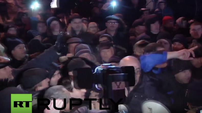 """Moldawien: """"Judas!"""" - Wütender Mob attackiert Ex-Präsident und NATO-Befürworter Ghimpu"""