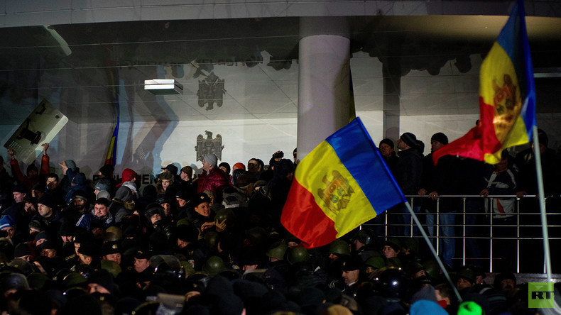Moldawien: Tausende stürmen Parlament gegen pro-EU Regierung – West-Medien ignorieren das Ereignis
