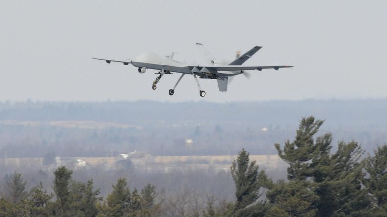 Noch intakt in diesem Fall - U.S. Air Force MQ-9 Reaper-Drohne beim Abflug vom Militärstützpunkt Wheeler-Sack, Fort Drum, N.Y. im Februar 2014