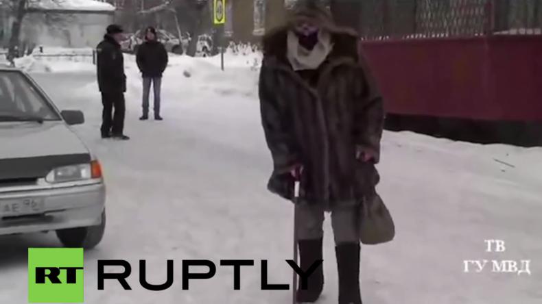 Russland: Polizist verkleidet sich als Oma und fängt so bekannten Seriendieb