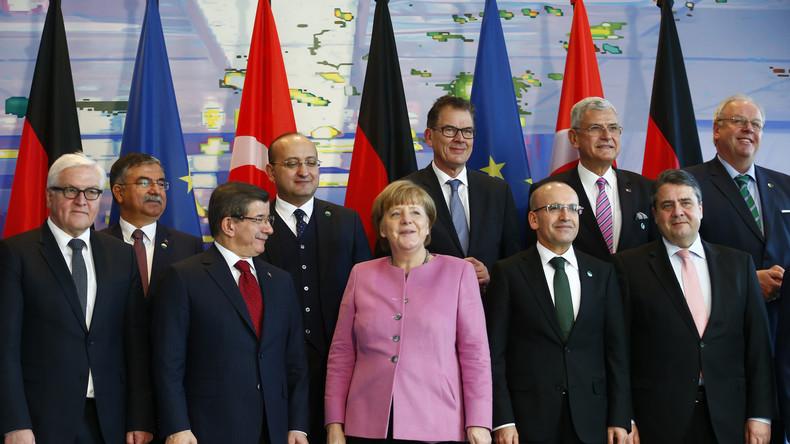 Live: Kanzlerin Merkel und türkischer Ministerpresident Davutoğlu – Pressekonferenz in Berlin