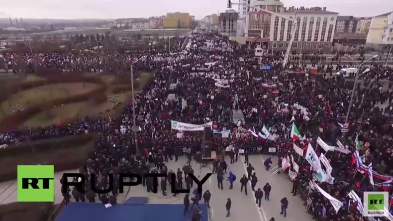 """Grosny - Gegen die """"Verräter"""": Eine Million Menschen gehen für Kadyrow und Putin auf die Straße"""