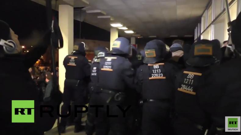 Potsdam: Zusammenstöße zwischen AfD-Gegnern und Polizei