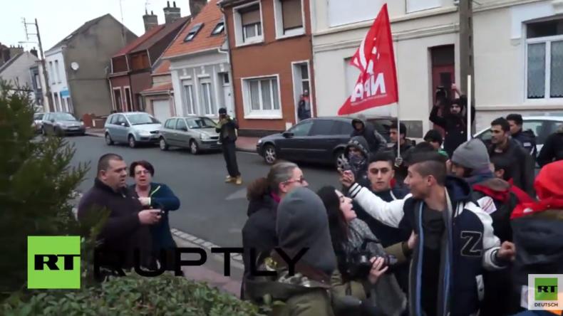 Calais: Eskalation bei Kundgebung - Anwohner zielt mit Waffe auf Flüchtlinge
