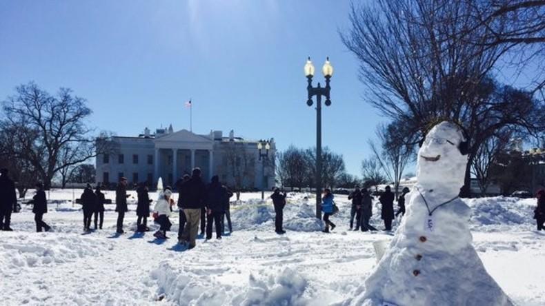 Edward Snowden schafft es zum Weißen Haus... als Schneemann - SNOWman