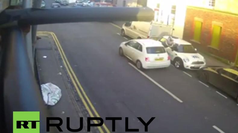 Schockierendes Video zeigt Fahrerflucht in England: Mit Vollgas umgefahren und liegen gelassen