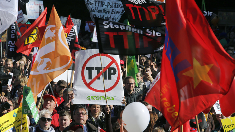 Demonstranten gegen TTIP, am 10. Oktober 2015 in Berlin