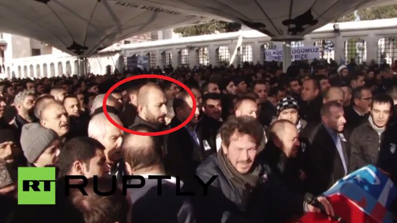 Mutmaßlicher Mörder des russischen Su24-Piloten erscheint auf Beerdigung in Istanbul